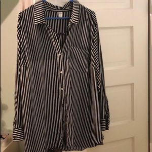 *NEVER WORN* Old Navy Woman's Button Down